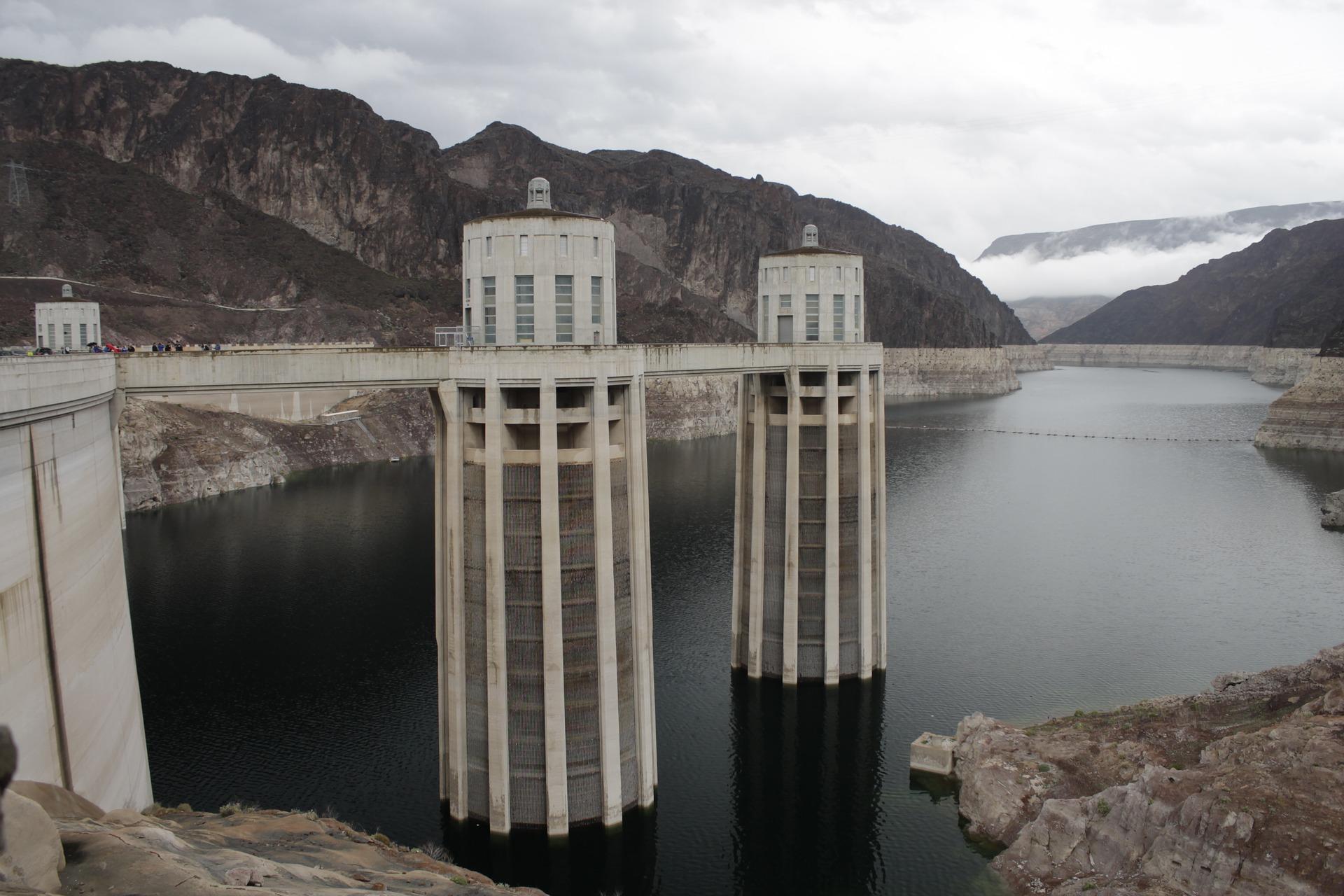 hoover-dam-2107954_1920.jpg