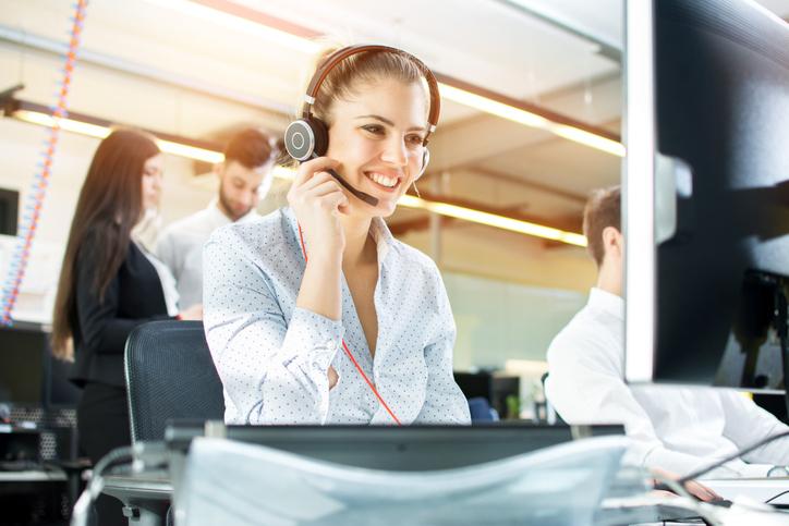 Características del servicio al cliente en empresa logística exitosa