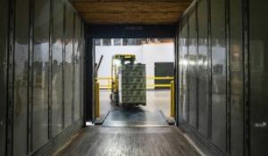 Cómo se realiza la distribución de mercancías en un almacén